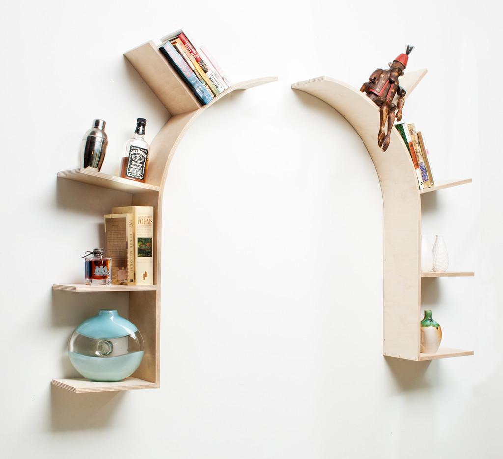 Kệ sách treo tường tạo cho căn phòng xinh tươi